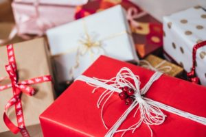 Easy Ways to Shop Online Safely During the Gift-Giving Season