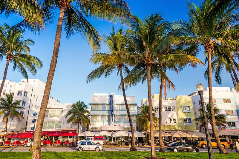 imagine of a beach town in the sun